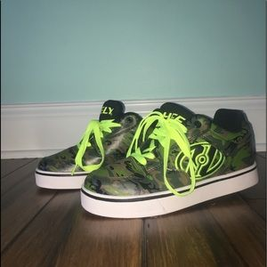 Boys Size 5, Camo And Neon Yellow Heelys